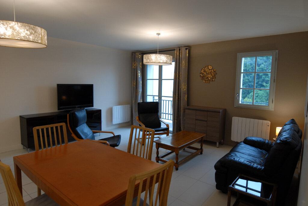 Appartement à louer 3 65m2 à Senlis vignette-2