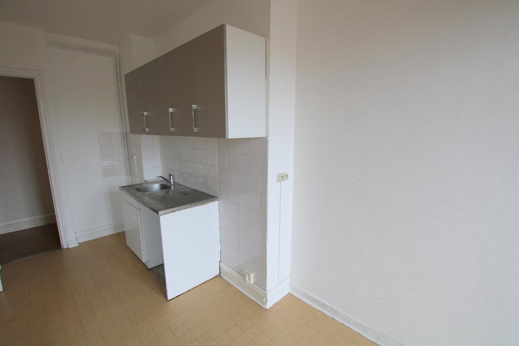 Appartement à louer 3 65.76m2 à Le Havre vignette-2
