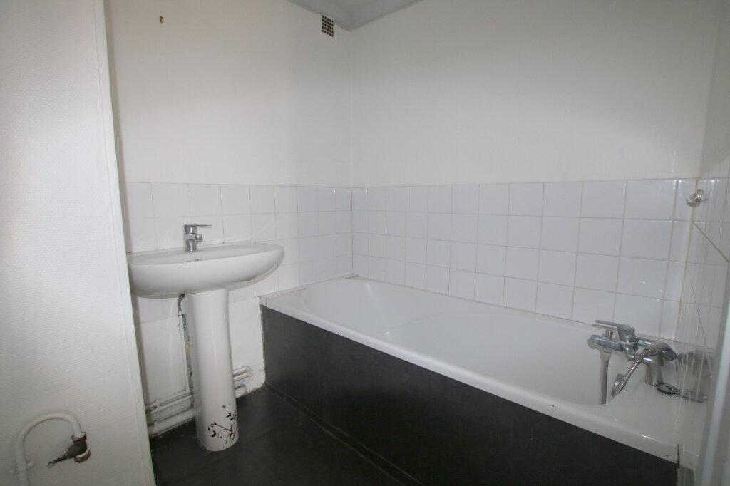 Appartement à louer 3 65.76m2 à Le Havre vignette-5