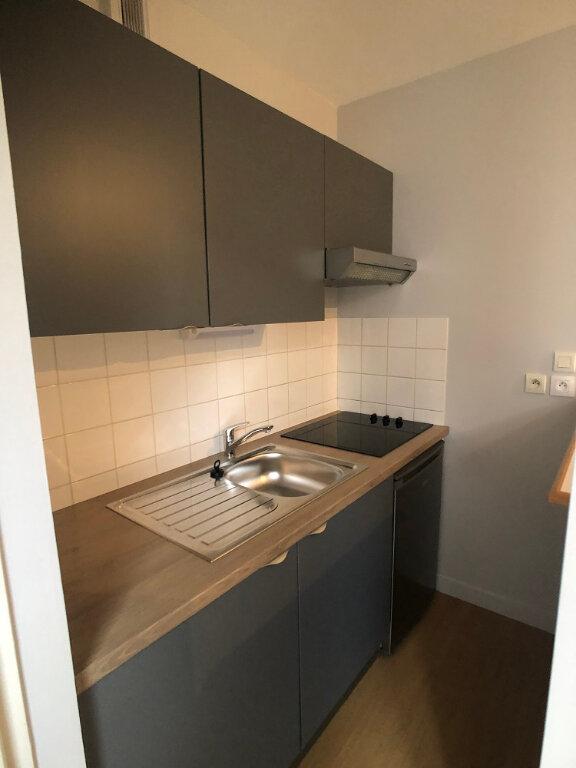 Appartement à louer 3 44.46m2 à Tours vignette-2
