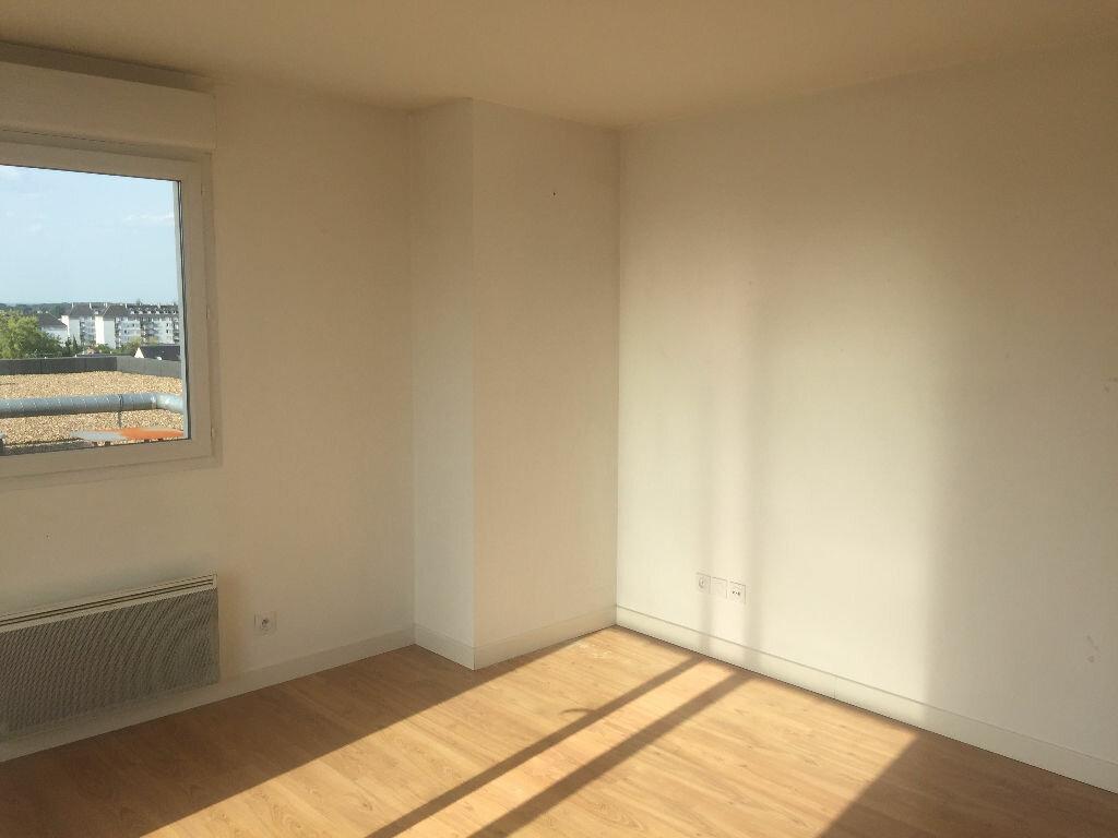 Appartement à louer 3 67.81m2 à Tours vignette-3