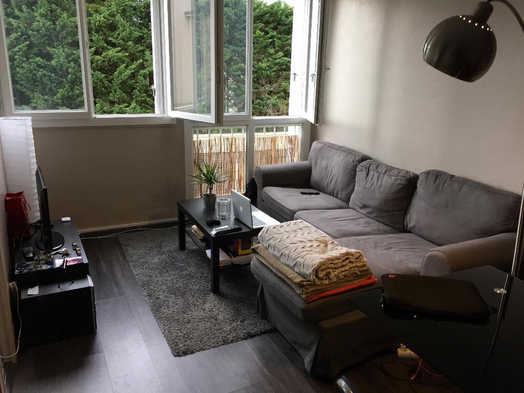 Appartement à louer 2 29.8m2 à Saint-Cyr-sur-Loire vignette-1