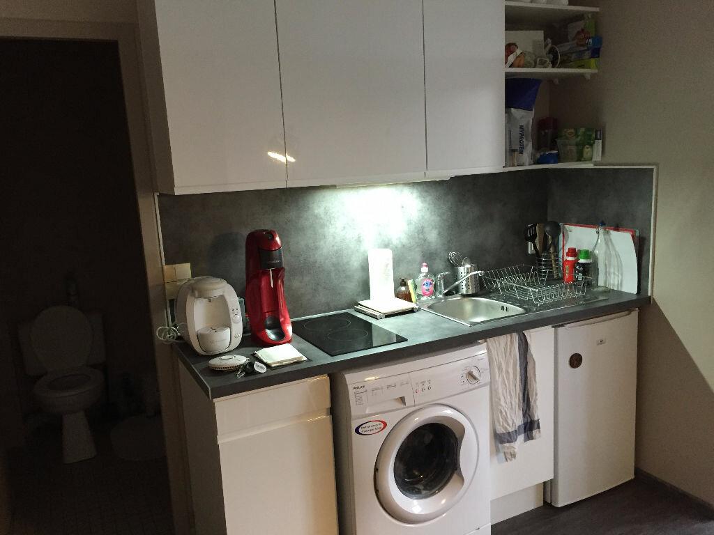 Appartement à louer 2 29.8m2 à Saint-Cyr-sur-Loire vignette-2