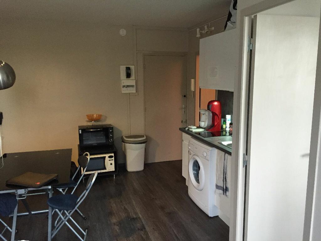 Appartement à louer 2 29.8m2 à Saint-Cyr-sur-Loire vignette-3