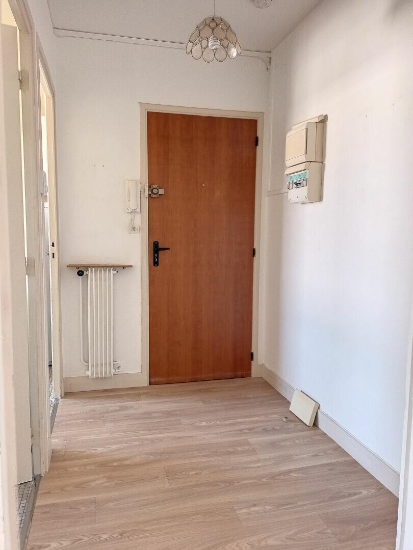Appartement à louer 1 28.5m2 à Tours vignette-4