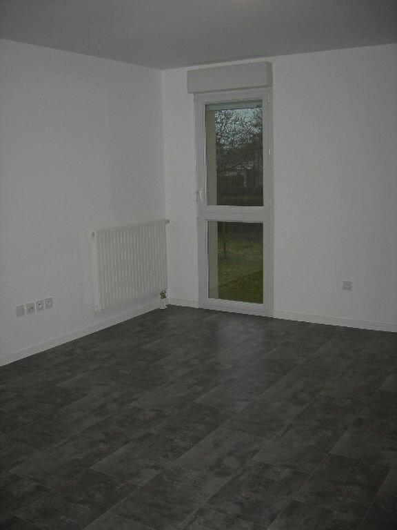 Appartement à louer 3 65.43m2 à Tours vignette-2