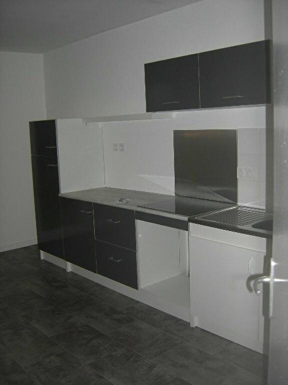 Appartement à louer 3 65.43m2 à Tours vignette-4