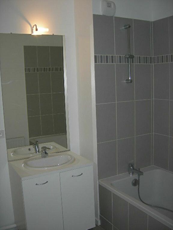 Appartement à louer 3 65.43m2 à Tours vignette-6