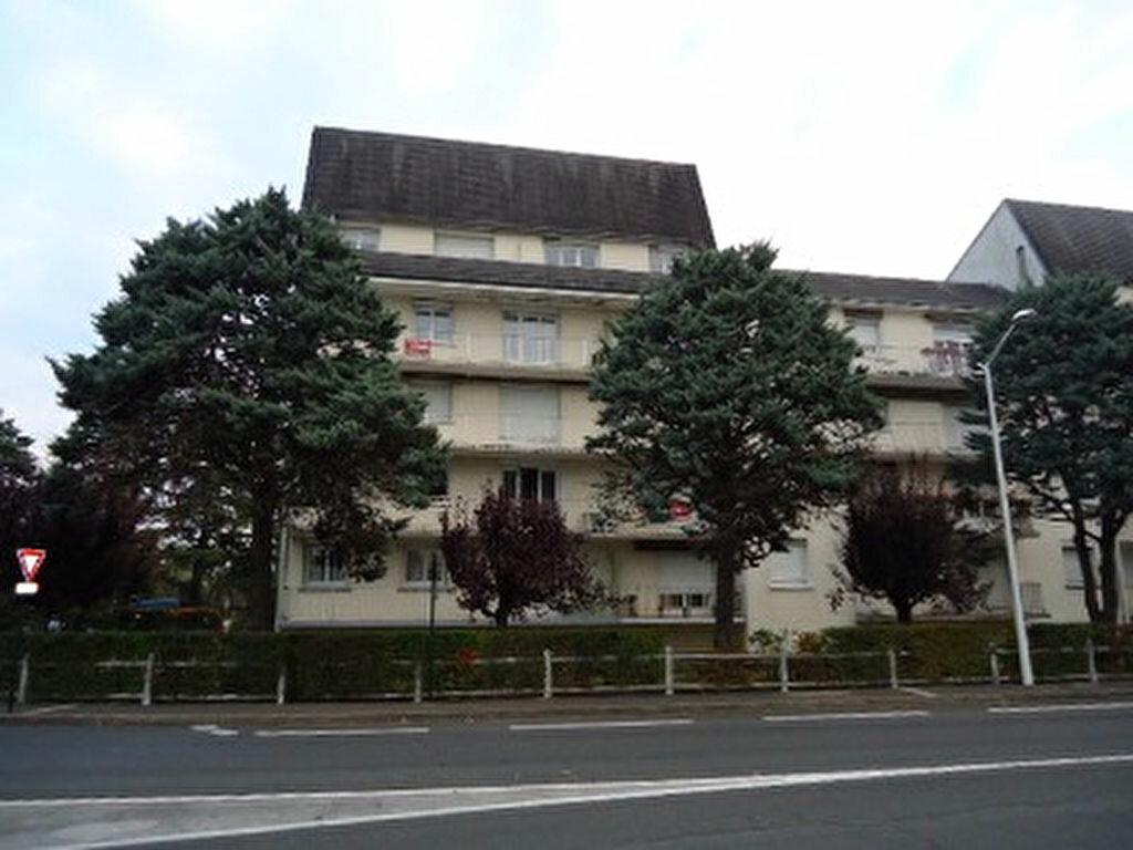 Appartement à louer 1 27.87m2 à Saint-Cyr-sur-Loire vignette-1