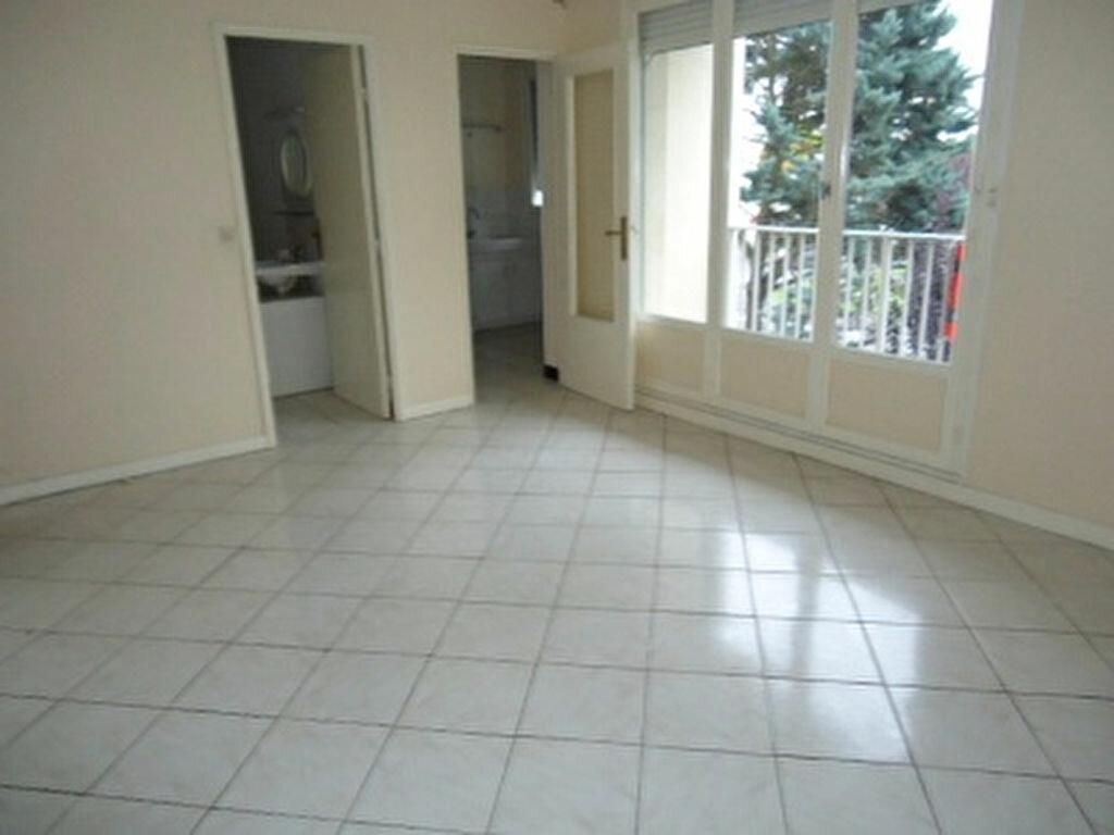 Appartement à louer 1 27.87m2 à Saint-Cyr-sur-Loire vignette-2
