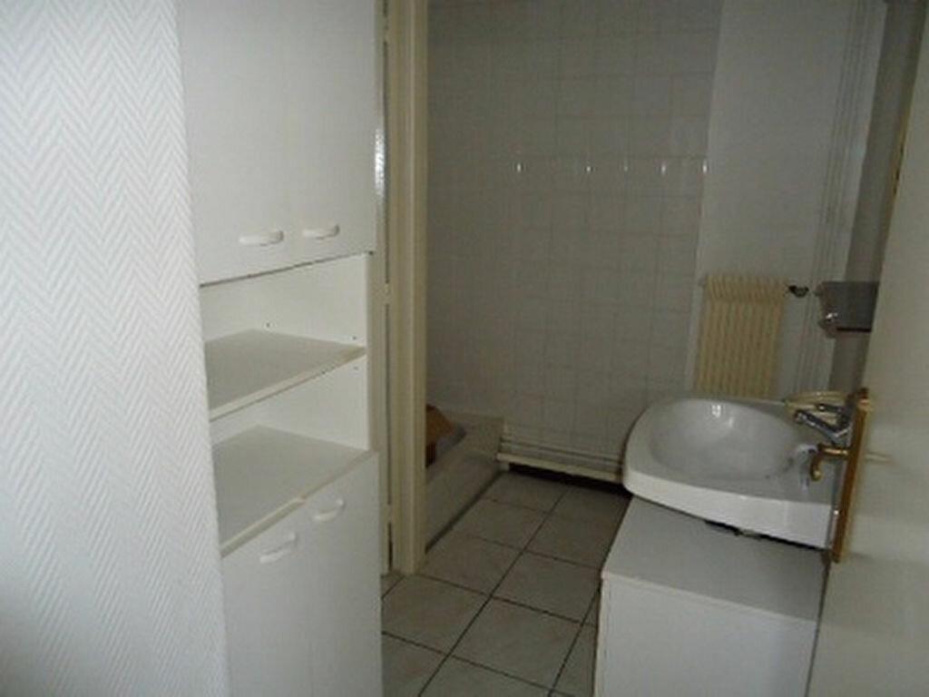 Appartement à louer 1 27.87m2 à Saint-Cyr-sur-Loire vignette-6