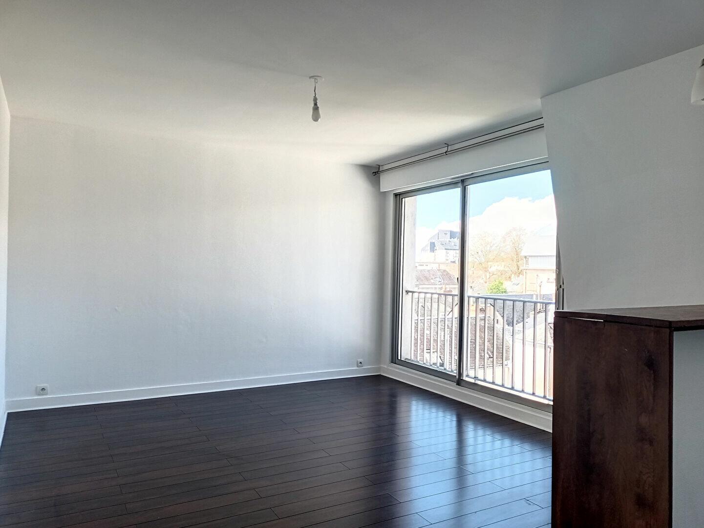 Appartement à louer 2 46.45m2 à Tours vignette-1