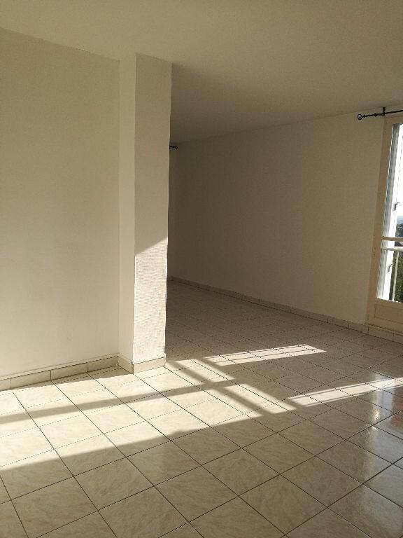 Appartement à louer 3 69.69m2 à Saint-Cyr-sur-Loire vignette-2