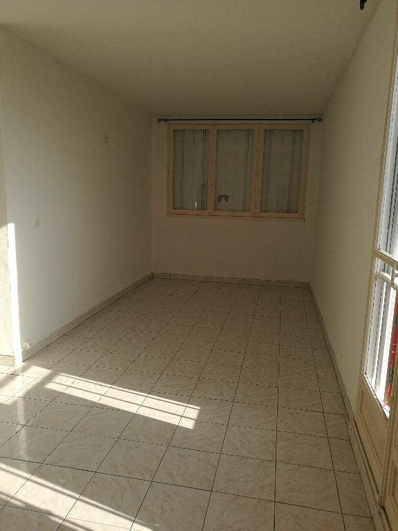 Appartement à louer 3 69.69m2 à Saint-Cyr-sur-Loire vignette-3