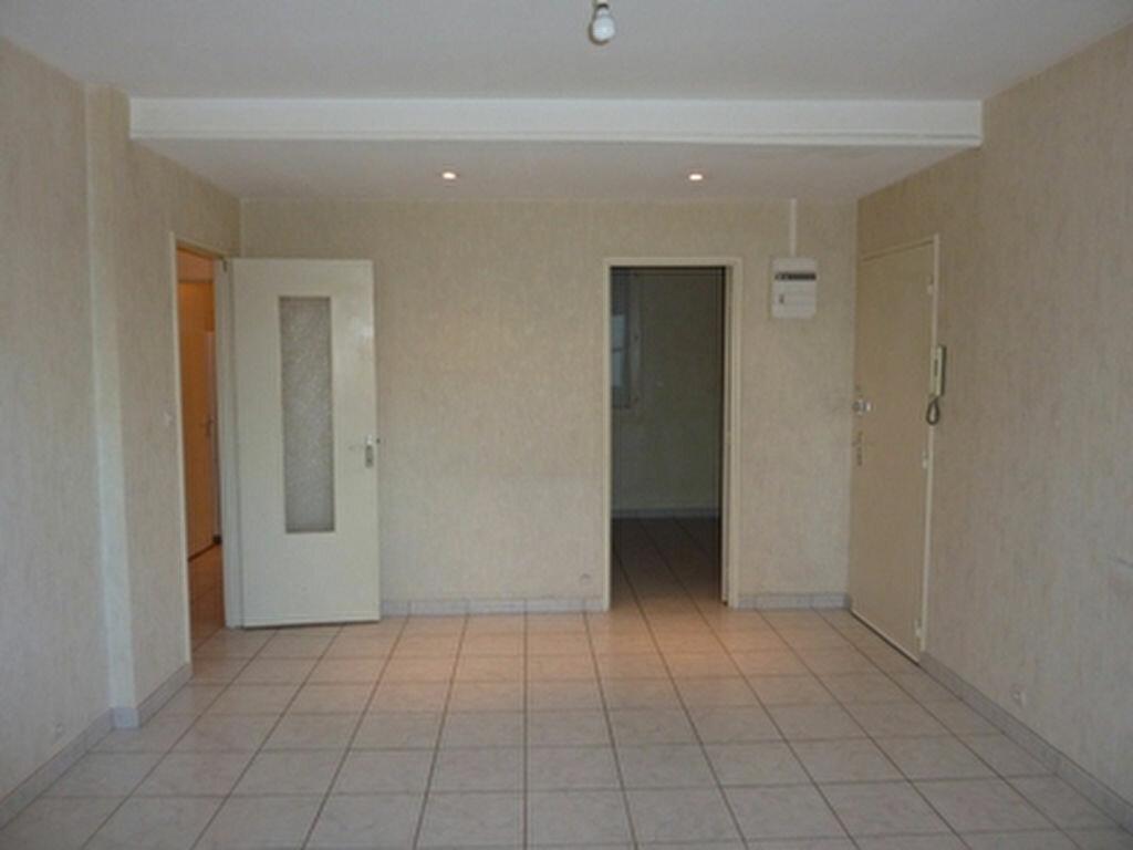 Appartement à louer 3 57.1m2 à Tours vignette-4