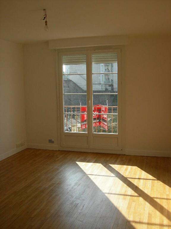 Appartement à louer 2 38.4m2 à Tours vignette-1