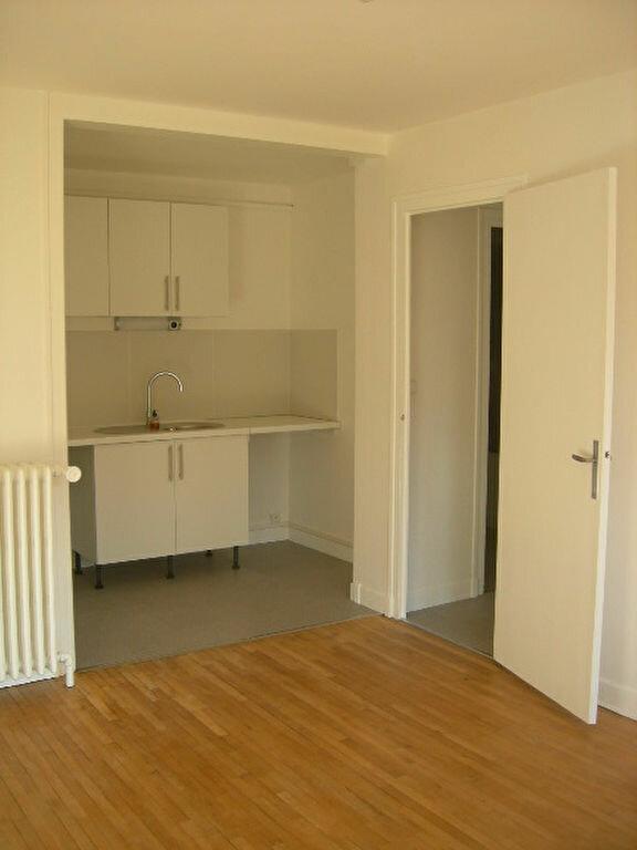 Appartement à louer 2 38.4m2 à Tours vignette-2