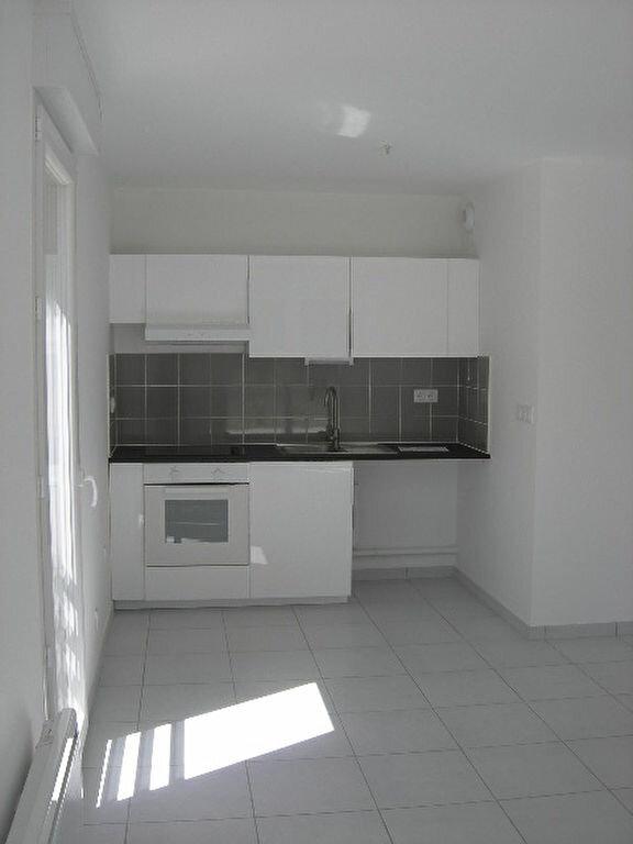 Appartement à louer 3 64.15m2 à Saint-Cyr-sur-Loire vignette-1