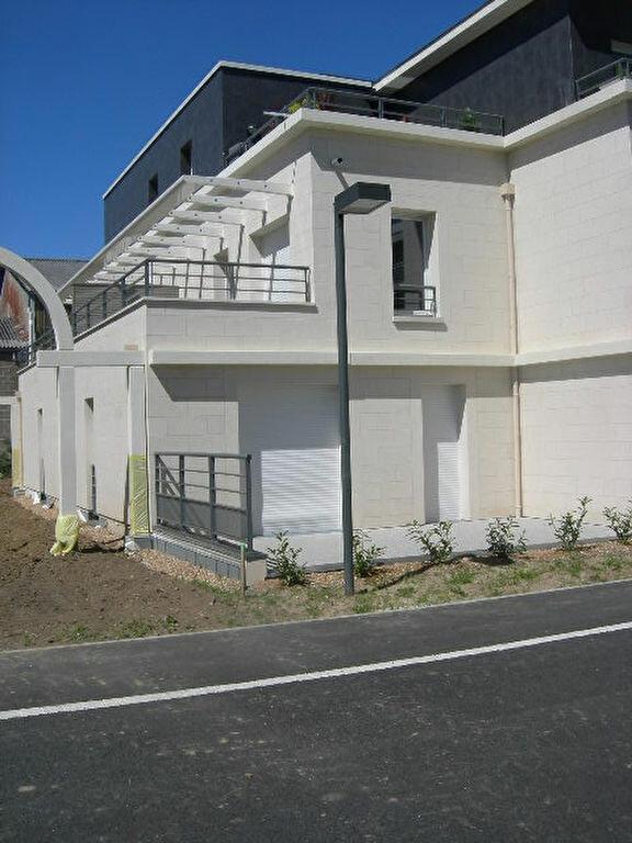 Appartement à louer 3 64.15m2 à Saint-Cyr-sur-Loire vignette-2
