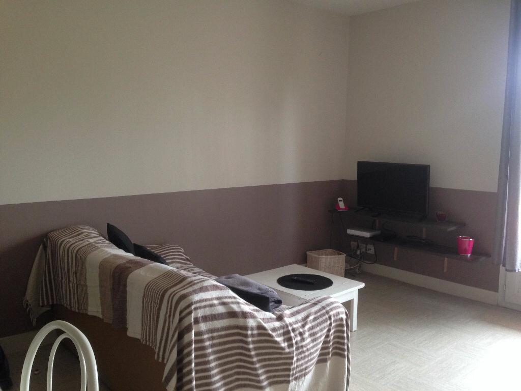 Appartement à louer 2 38.3m2 à Chambray-lès-Tours vignette-1