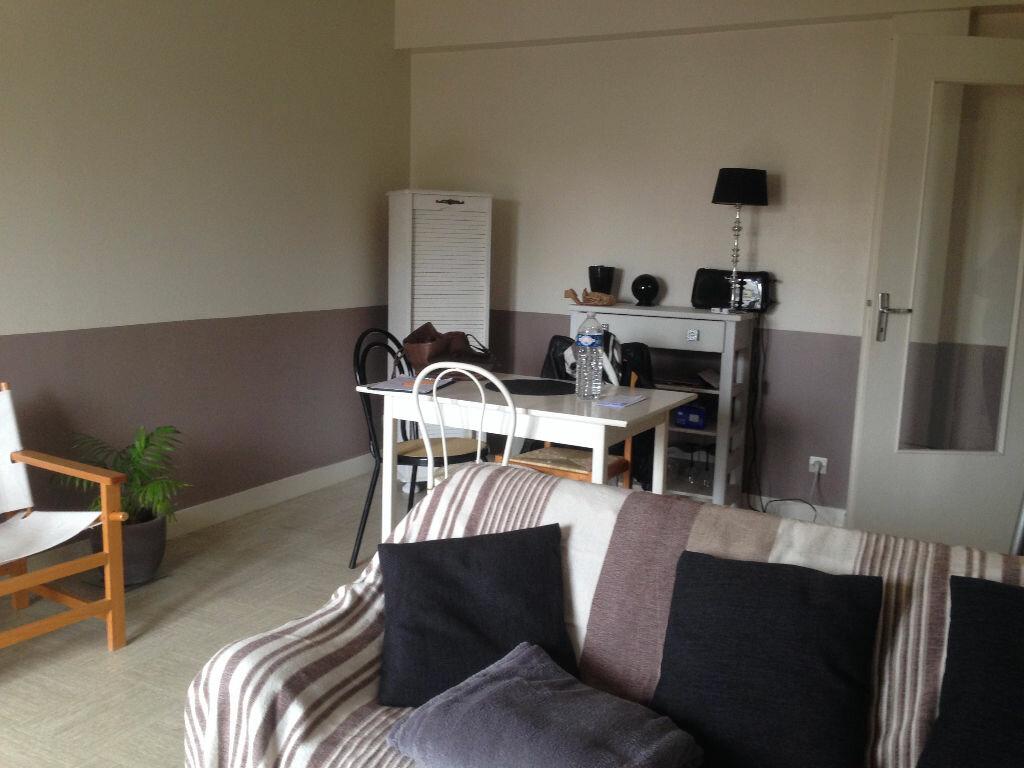 Appartement à louer 2 38.3m2 à Chambray-lès-Tours vignette-2