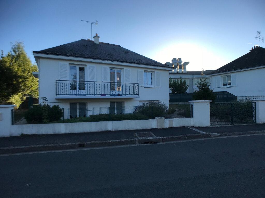 Maison à louer 5 118.78m2 à Saint-Cyr-sur-Loire vignette-1