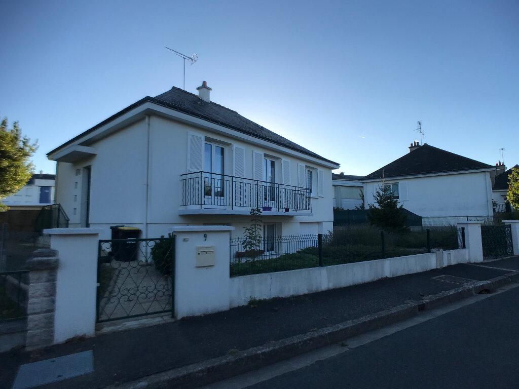 Maison à louer 5 118.78m2 à Saint-Cyr-sur-Loire vignette-2