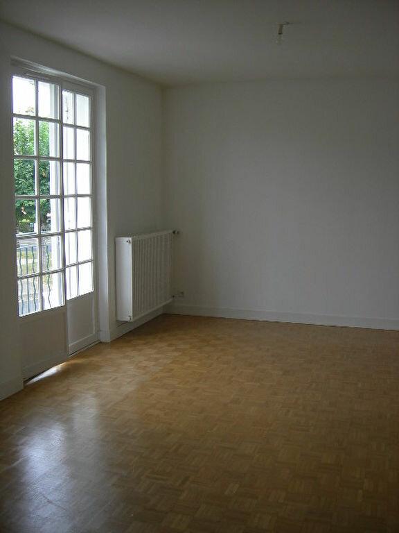 Maison à louer 5 118.78m2 à Saint-Cyr-sur-Loire vignette-4