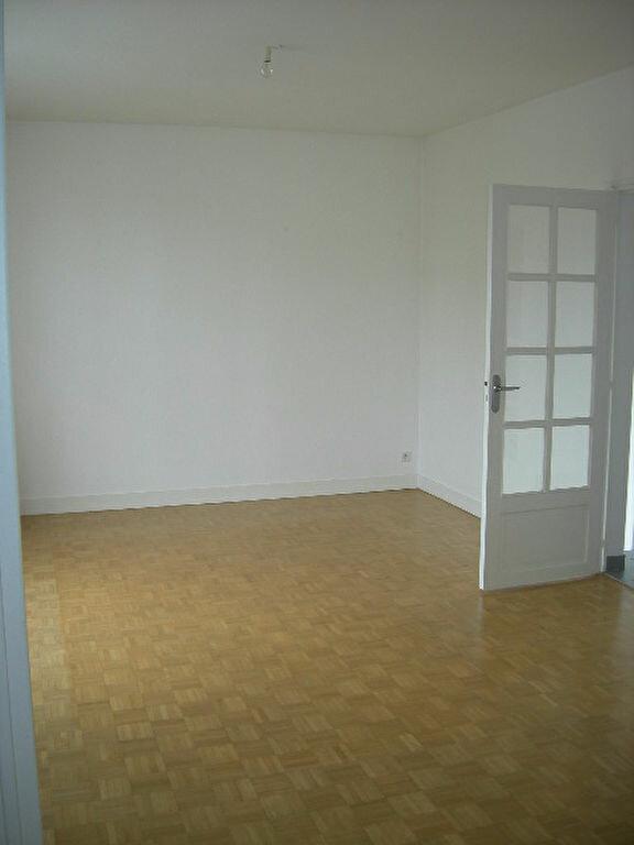 Maison à louer 5 118.78m2 à Saint-Cyr-sur-Loire vignette-5