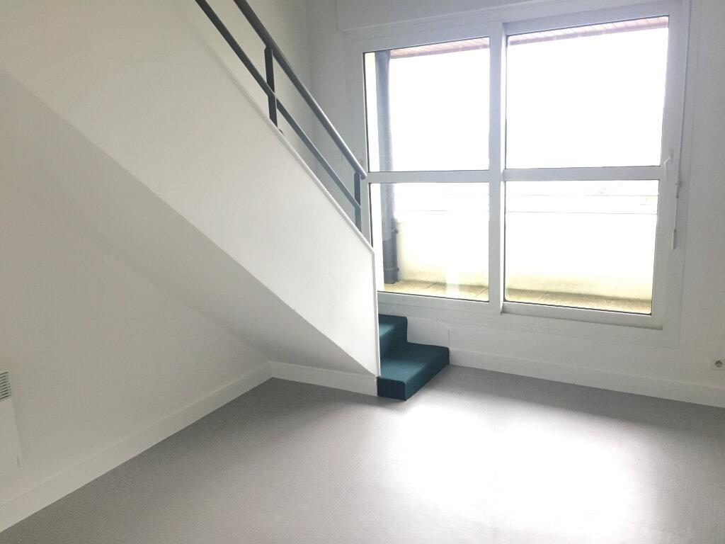 Appartement à louer 2 35m2 à Saint-Cyr-sur-Loire vignette-1