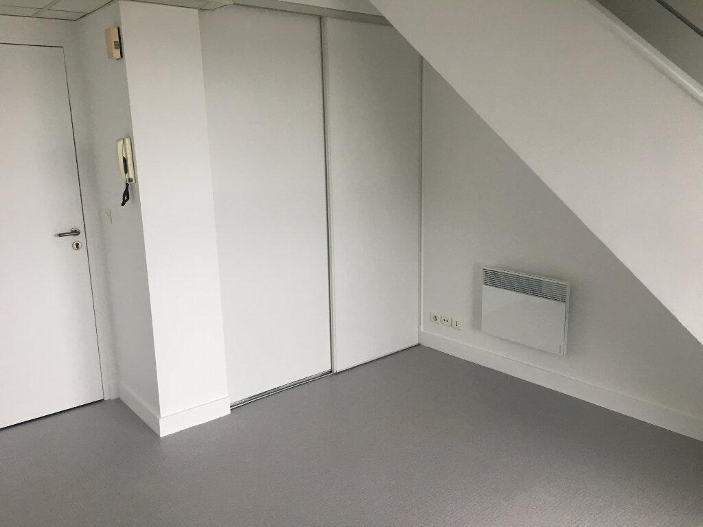 Appartement à louer 2 35m2 à Saint-Cyr-sur-Loire vignette-2