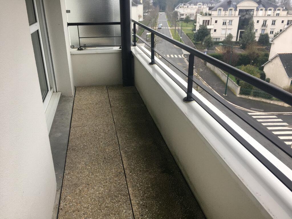 Appartement à louer 2 35m2 à Saint-Cyr-sur-Loire vignette-4