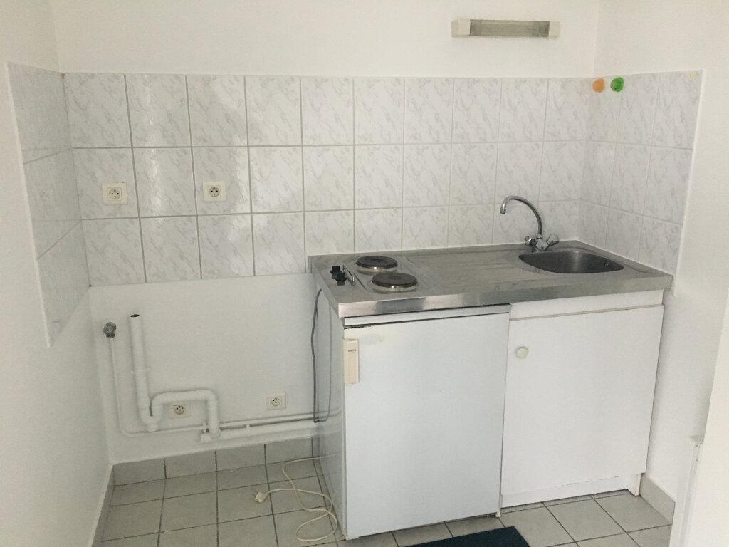 Appartement à louer 2 35m2 à Saint-Cyr-sur-Loire vignette-5