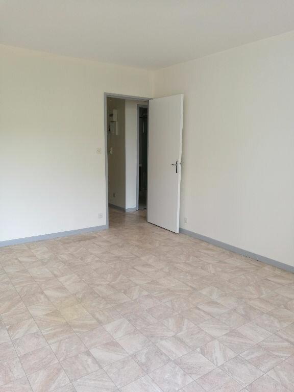 Appartement à louer 2 48.7m2 à Saint-Pierre-des-Corps vignette-1