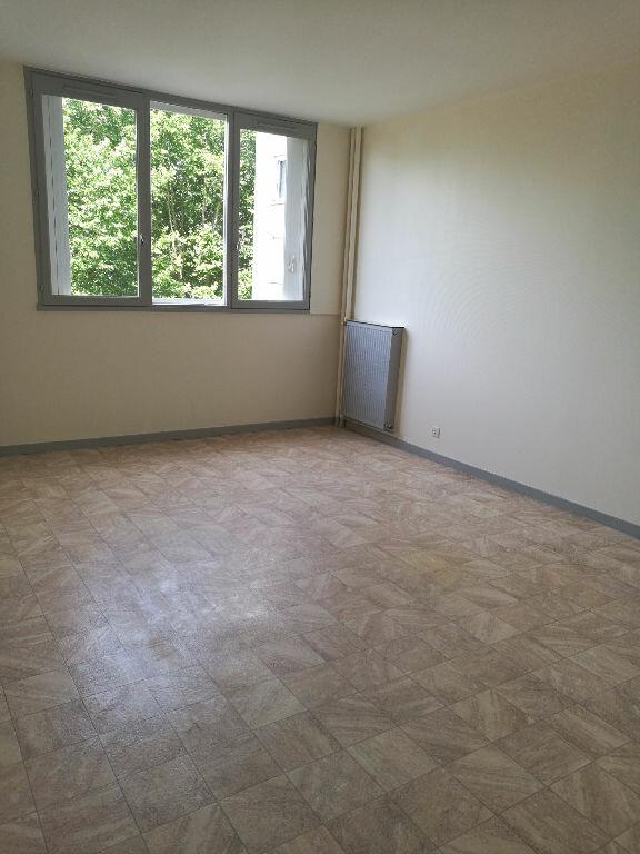 Appartement à louer 2 48.7m2 à Saint-Pierre-des-Corps vignette-5