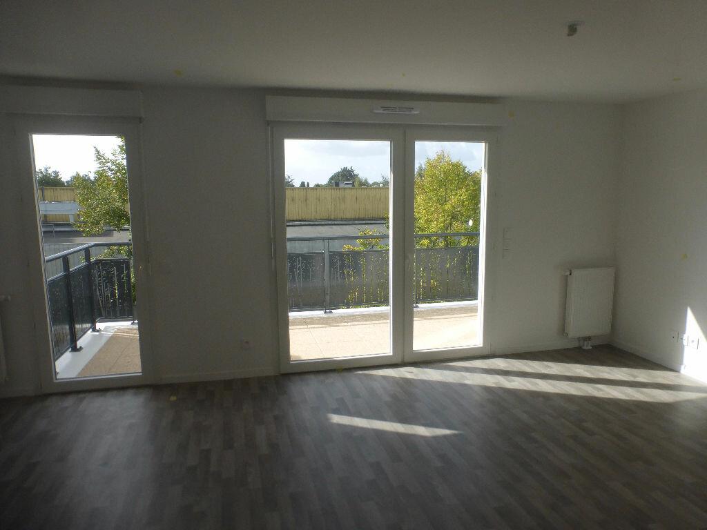 Appartement à louer 3 64.48m2 à Tours vignette-2