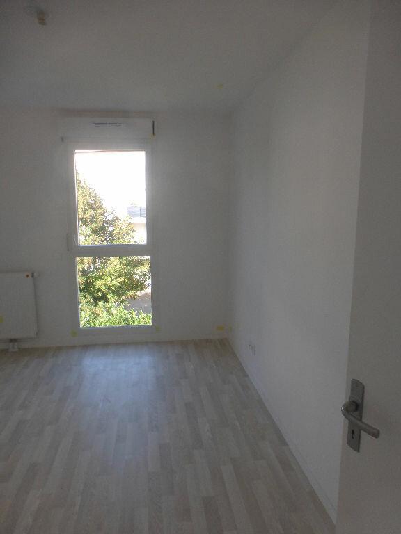 Appartement à louer 3 64.48m2 à Tours vignette-6