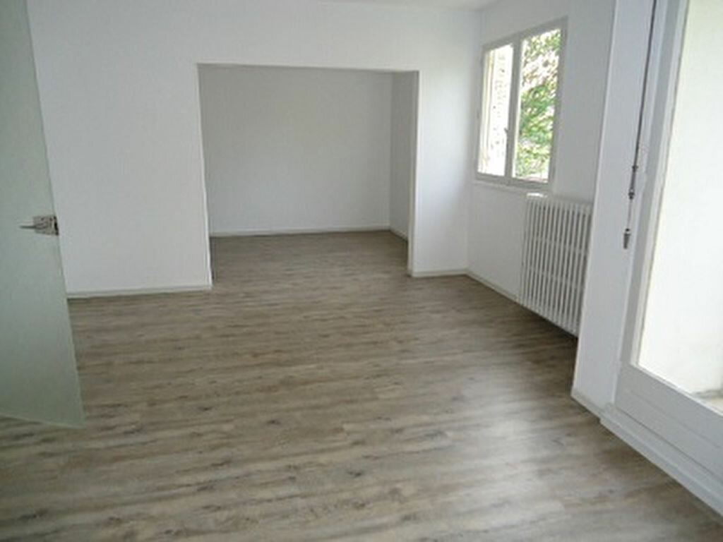 Appartement à louer 2 59.7m2 à Tours vignette-3