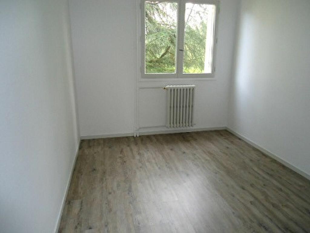 Appartement à louer 2 59.7m2 à Tours vignette-6