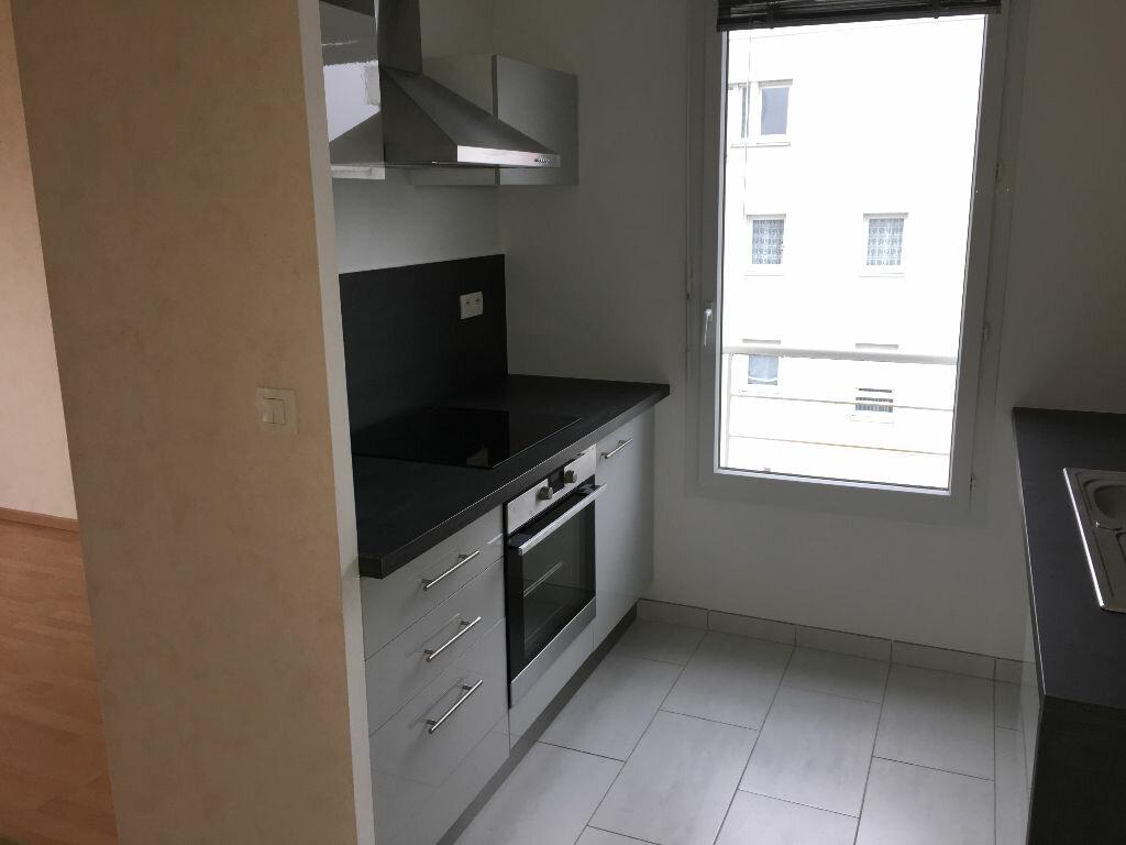 Appartement à louer 3 70.65m2 à Tours vignette-2