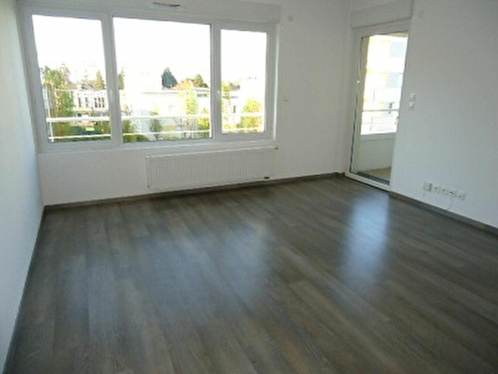 Appartement à louer 2 48.85m2 à Tours vignette-2