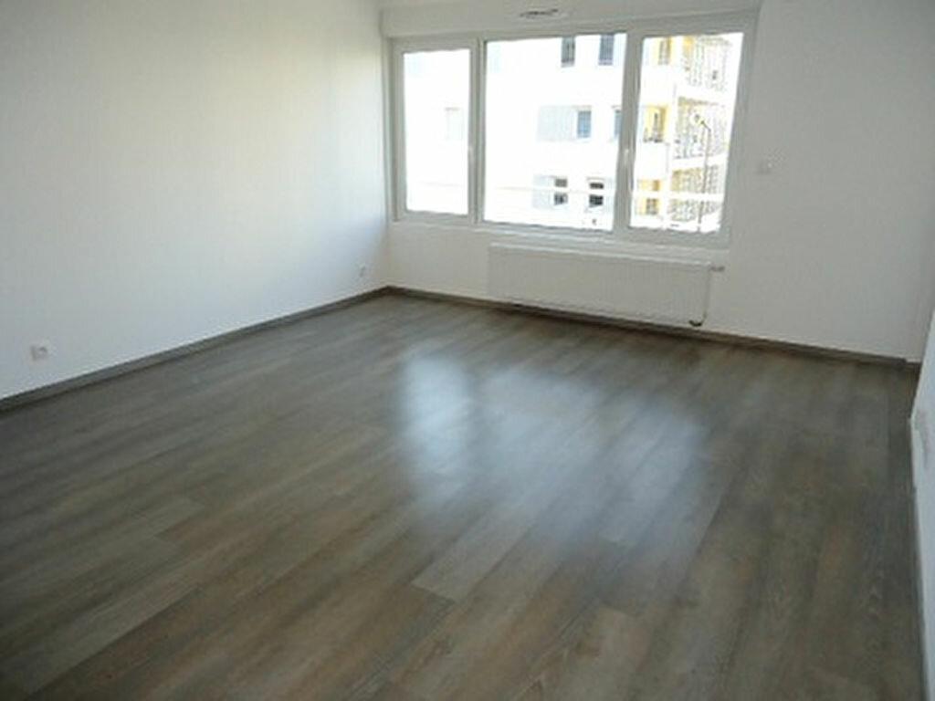 Appartement à louer 2 48.85m2 à Tours vignette-3