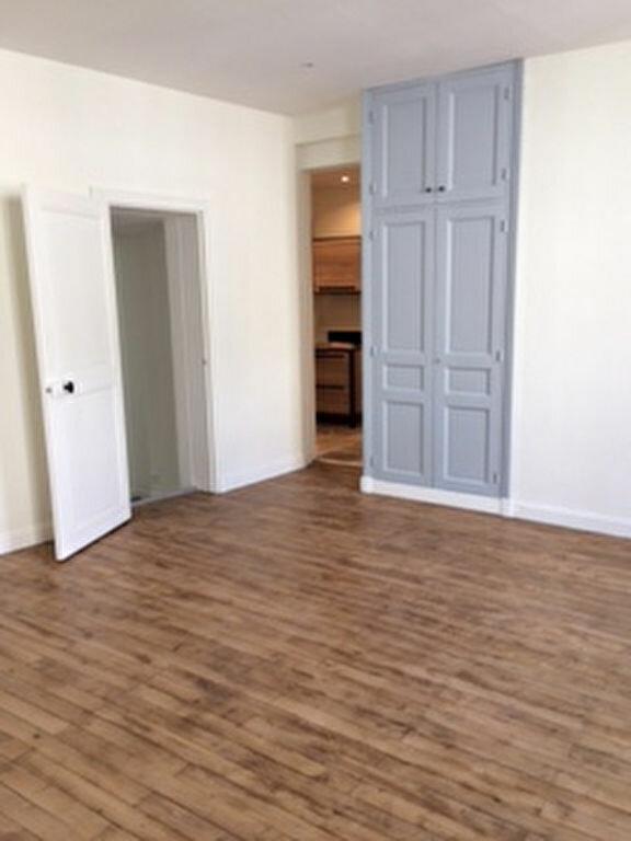 Appartement à louer 4 76.12m2 à Tours vignette-1