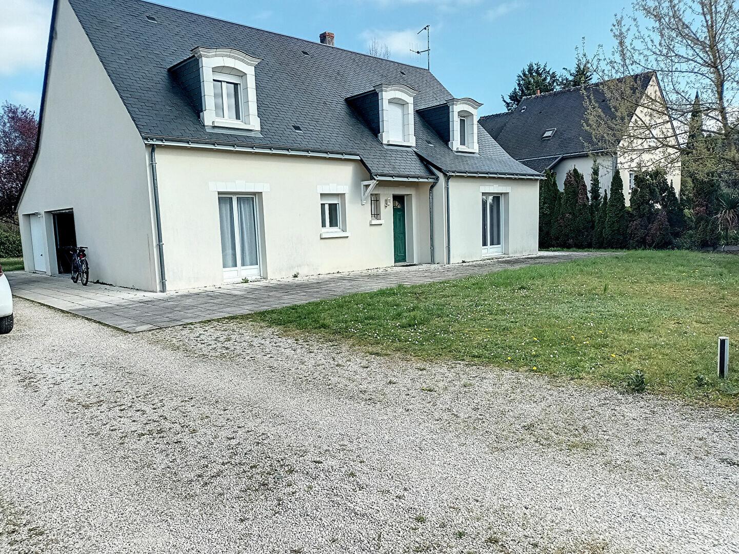 Maison à louer 7 180m2 à Saint-Cyr-sur-Loire vignette-1
