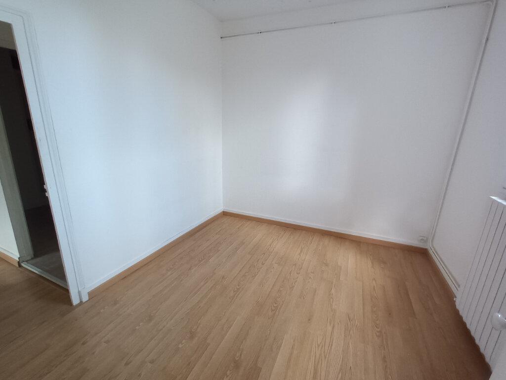Appartement à louer 3 53.93m2 à Tours vignette-3