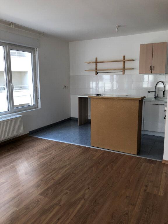 Appartement à louer 3 62.25m2 à Tours vignette-4