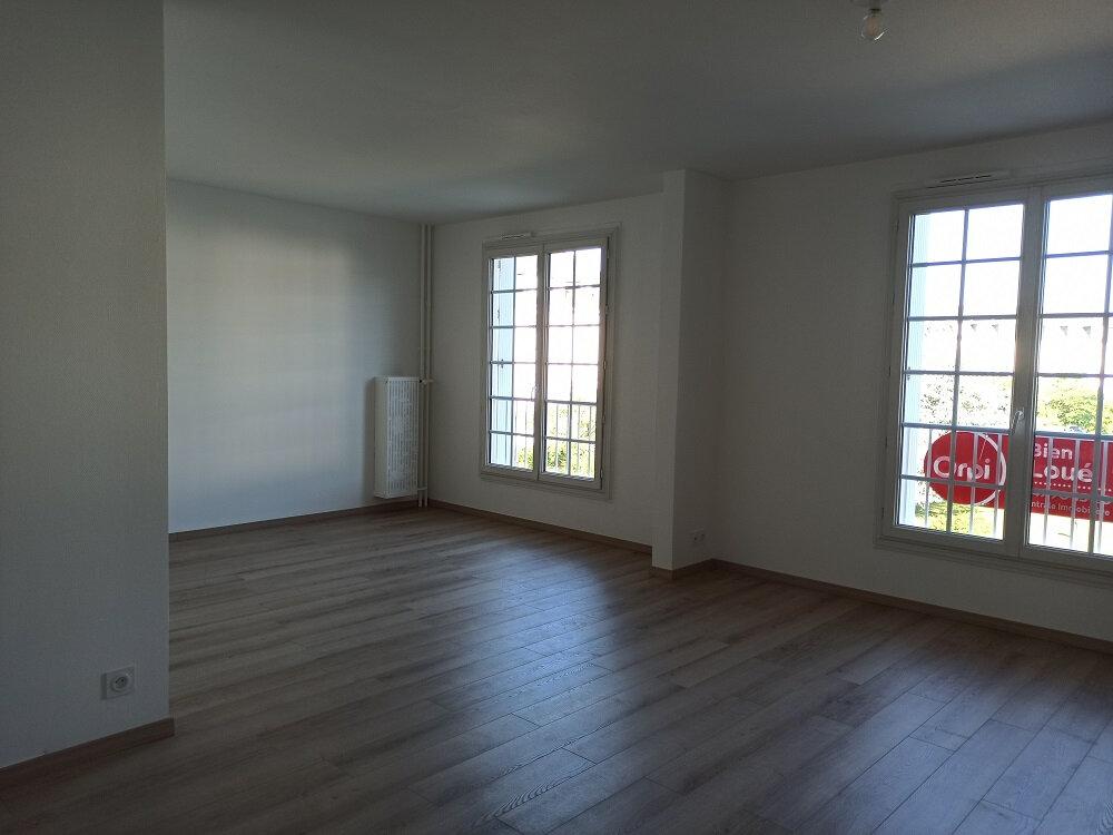 Appartement à louer 3 63.93m2 à Tours vignette-2