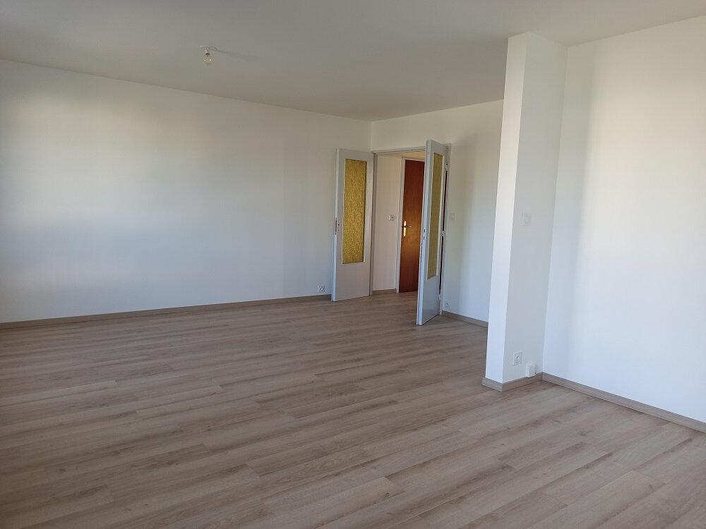 Appartement à louer 3 63.93m2 à Tours vignette-3