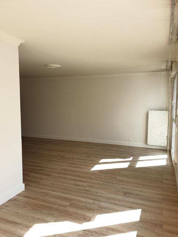 Appartement à louer 4 89.32m2 à Tours vignette-3