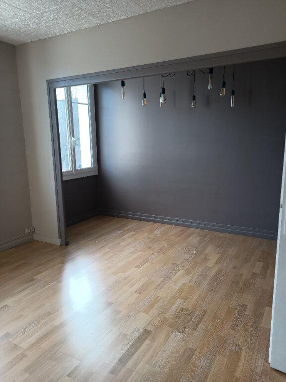 Appartement à louer 2 51.73m2 à Tours vignette-3